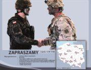 Żołnierz polski oraz amerykański podają sobie ręce wokoło informacje na temat wydarzenia plenerowego