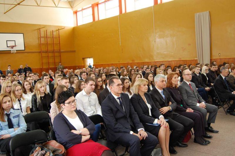 uczestnicy uroczystości wręczenia dyplomów stypendystom PRM 14.12.2016