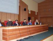 Uczestnicy debaty: przedstawiciele szkoły, rodziców, nadzoru pedagogicznego, Uniwersytetu w Białymstoku, Ośrodka Rozwoju Edukacji w Warszawie