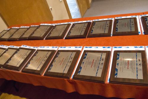 Grawertony dla nagrodzonych i wyróżnionych uczestników konkursu.